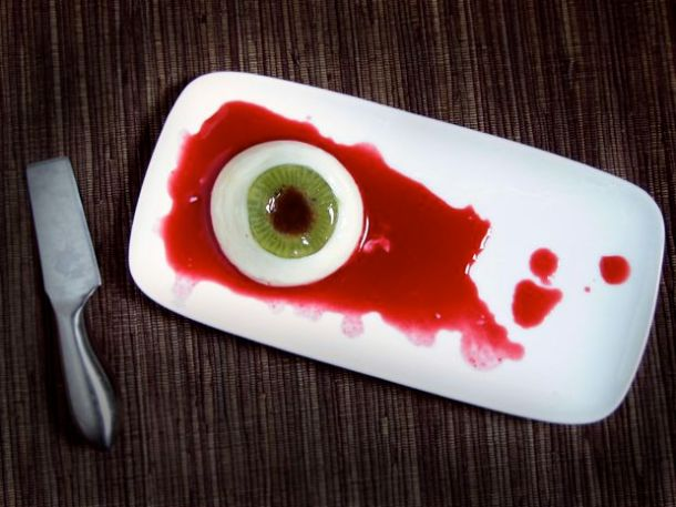 Kitchen Table Scraps: Creepy Panna Cotta