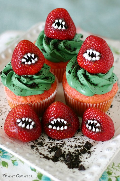 Yummy Crumble: Monster Strawberry Cupcakes